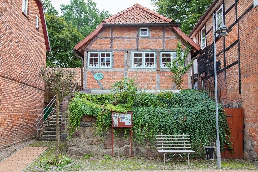 Der Innenhof auf der zur Straße abgewandten Seite., © Frank Burger