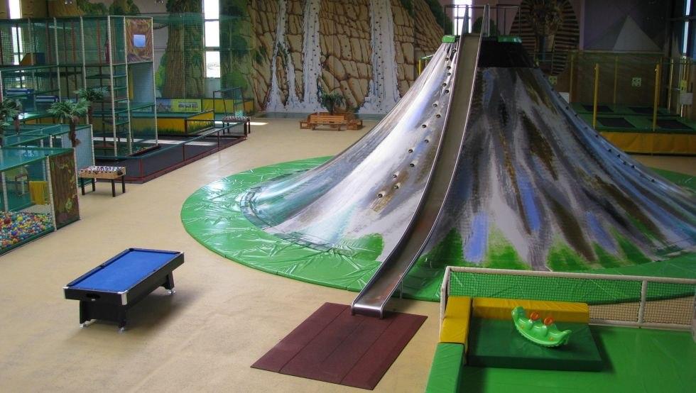 Riesiger Klettervulkan, © Indoor-Spielpark Mumpitz