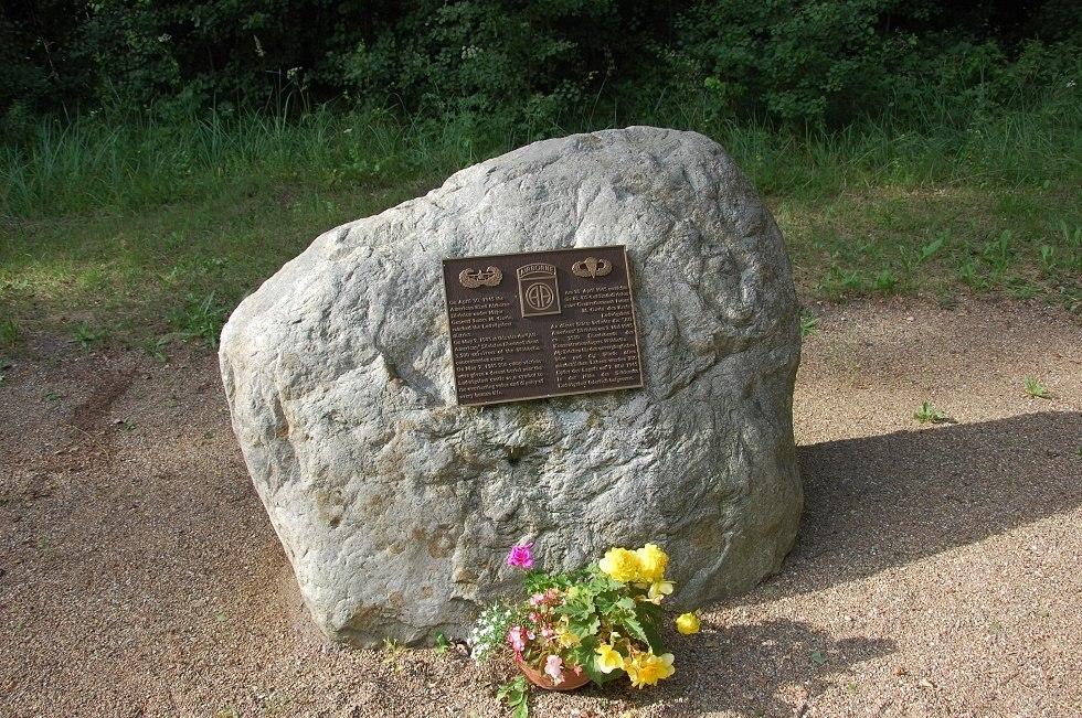 Dieser Gedenkstein wurde zu Ehren der Befreier aufgestellt., © Gabriele Skorupski