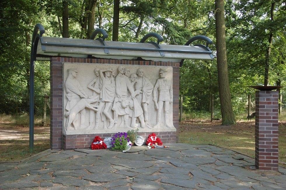 Ein Wandrelief erinnert an die Opfer des KZ-Außenlagers in Wöbbelin., © Gabriele Skorupski