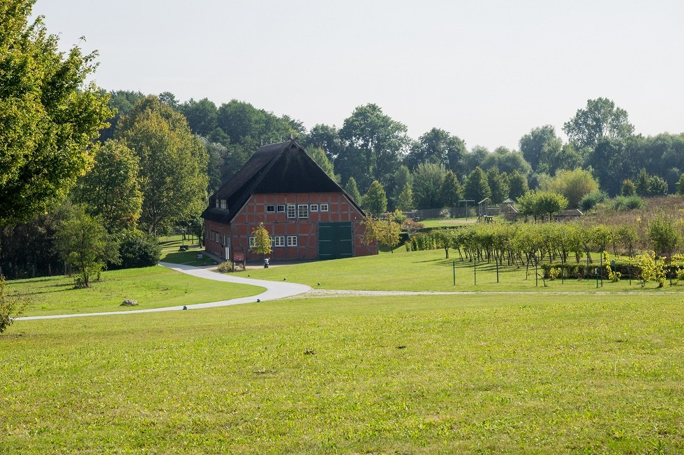 Die Bauernscheune liegt am Randes des Bürgerparks., © Frank Burger