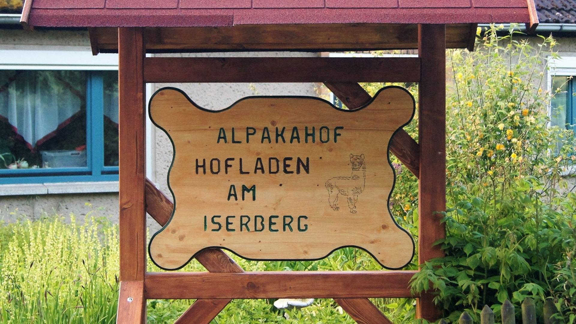 Unser Hof-Schild- gebaut von einer Einrichtung für psychisch Kranke und behinderte Menschen, © Marco Holter